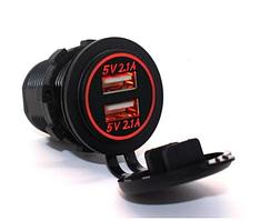Автомобильное зарядное 2хUSB (12 В) с красной подсветкой, врезной розеткой и адаптером питания USB