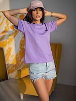 Яркая футболка у которой полочка изделия украшена вышивкой чёрного цвета в виде Playboy-зайчика