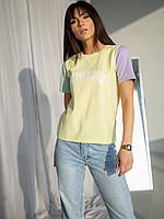Трехцветная молодежная футболка с принтом