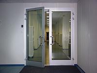 Алюминиевые распашные двери
