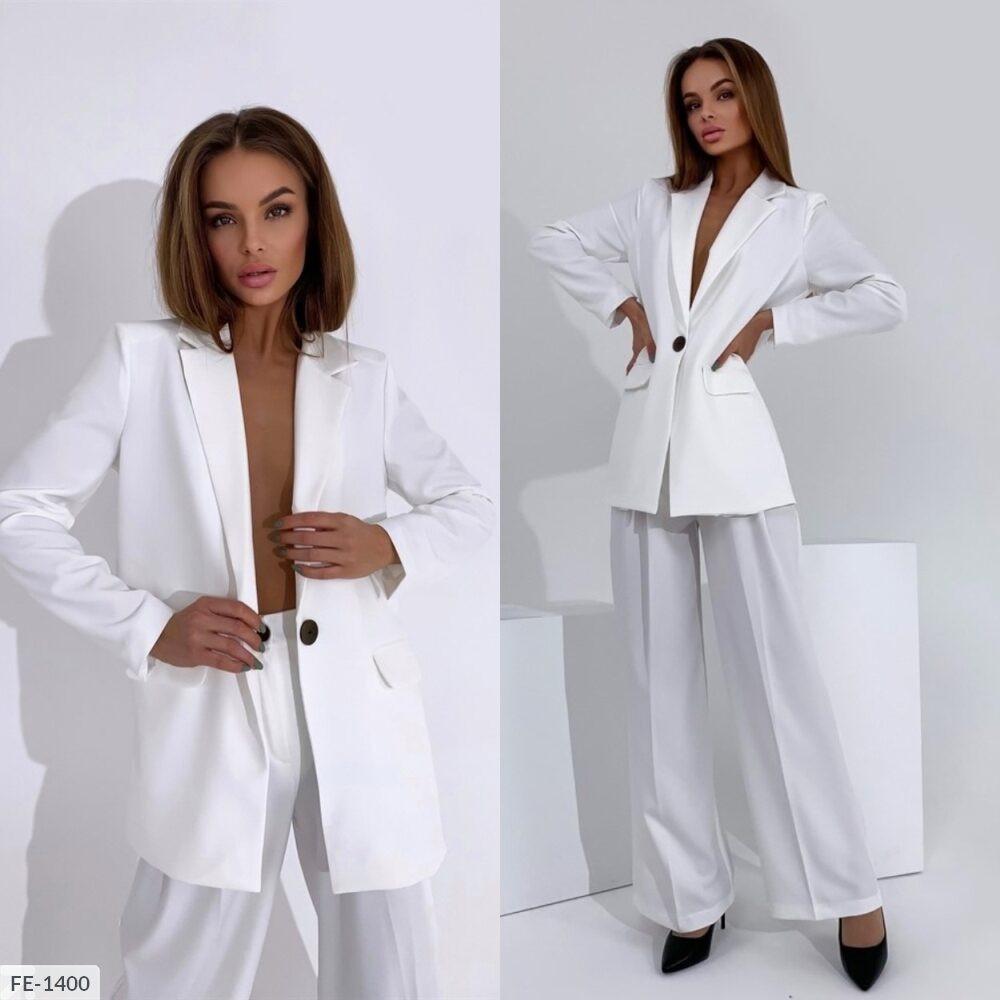 Женский брючный костюм с удлиненным пиджаком