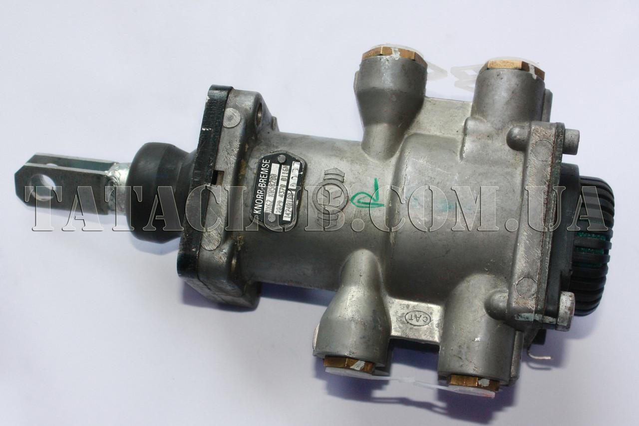 Кран главный тормозной ножного тормоза с фитингами VOSS 74,5 мм 613 EIII, 1116, 1618 KNORR-BREMSE