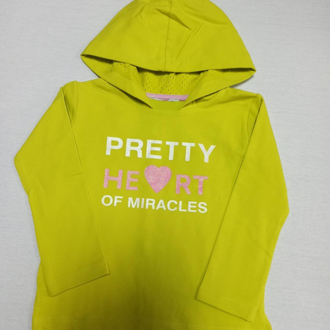 Худи модное красивое нарядное оригинальное лимонного цвета с капюшоном и надписями для девочки. 86