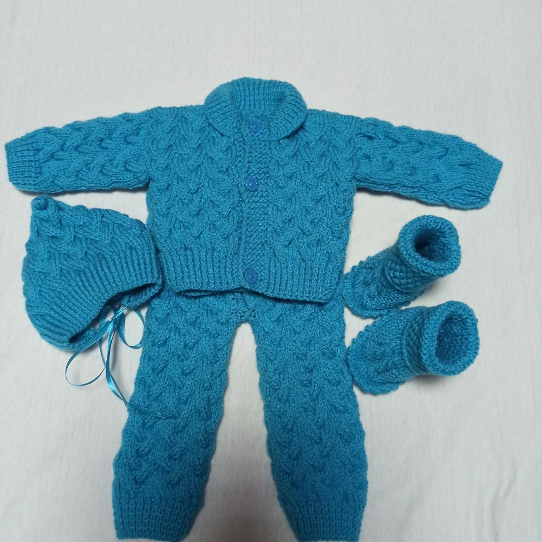 Костюм для новорожденного вязанный модный красивый нарядный оригинальный бирюзового цвета для мальчика.