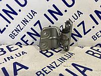 Петля задней двери слева нижняя Mercedes W221 A2217301137