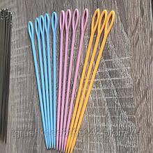 Игла пластиковая 15 см для сшивания вязаных изделий.