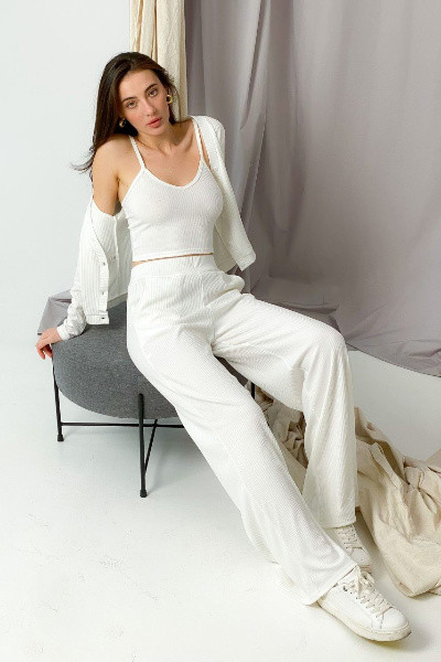 Женский белый трикотажный костюм-тройка с брюками-палаццо