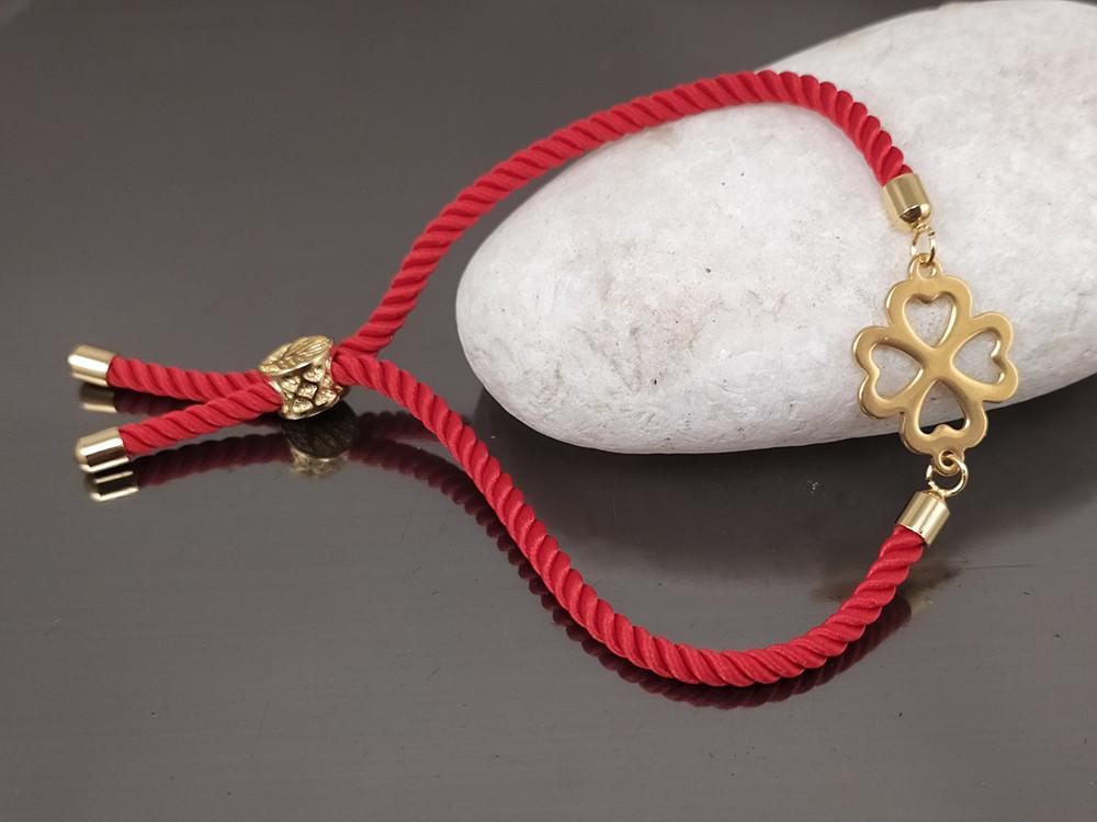 Браслет Клевер на красном шнурке, цвет золото