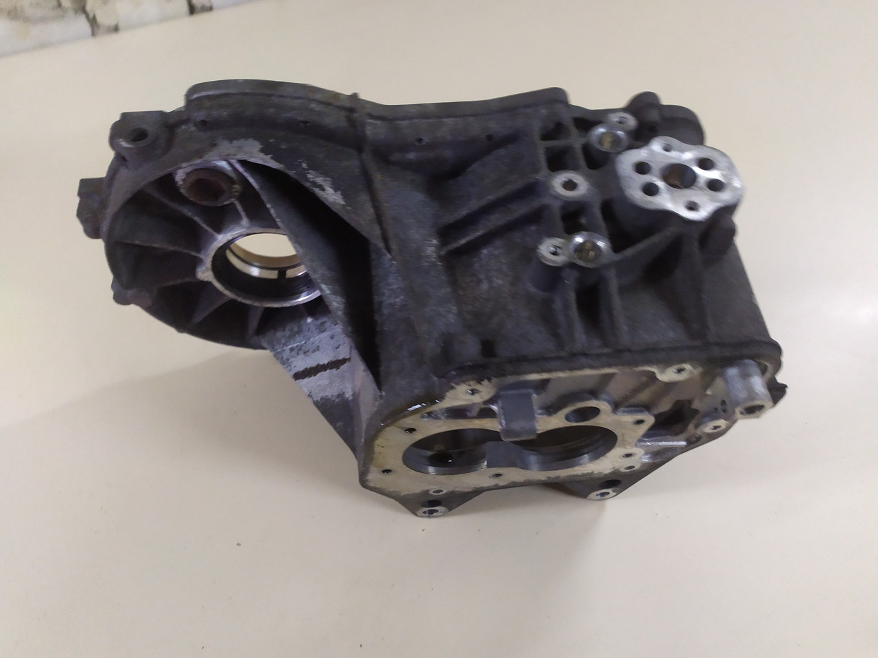 Корпус коробки передач КПП   021 301 103 K JHV, FVH, LVN, GVY