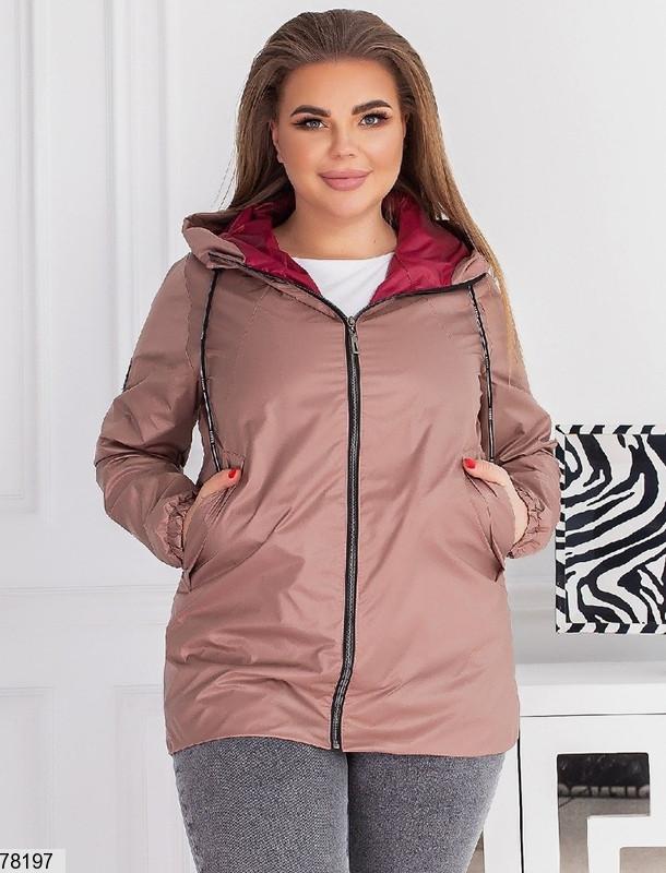 Демисезонная женская курточка с капюшоном, застегивается на молнию с 48 по 58 размер