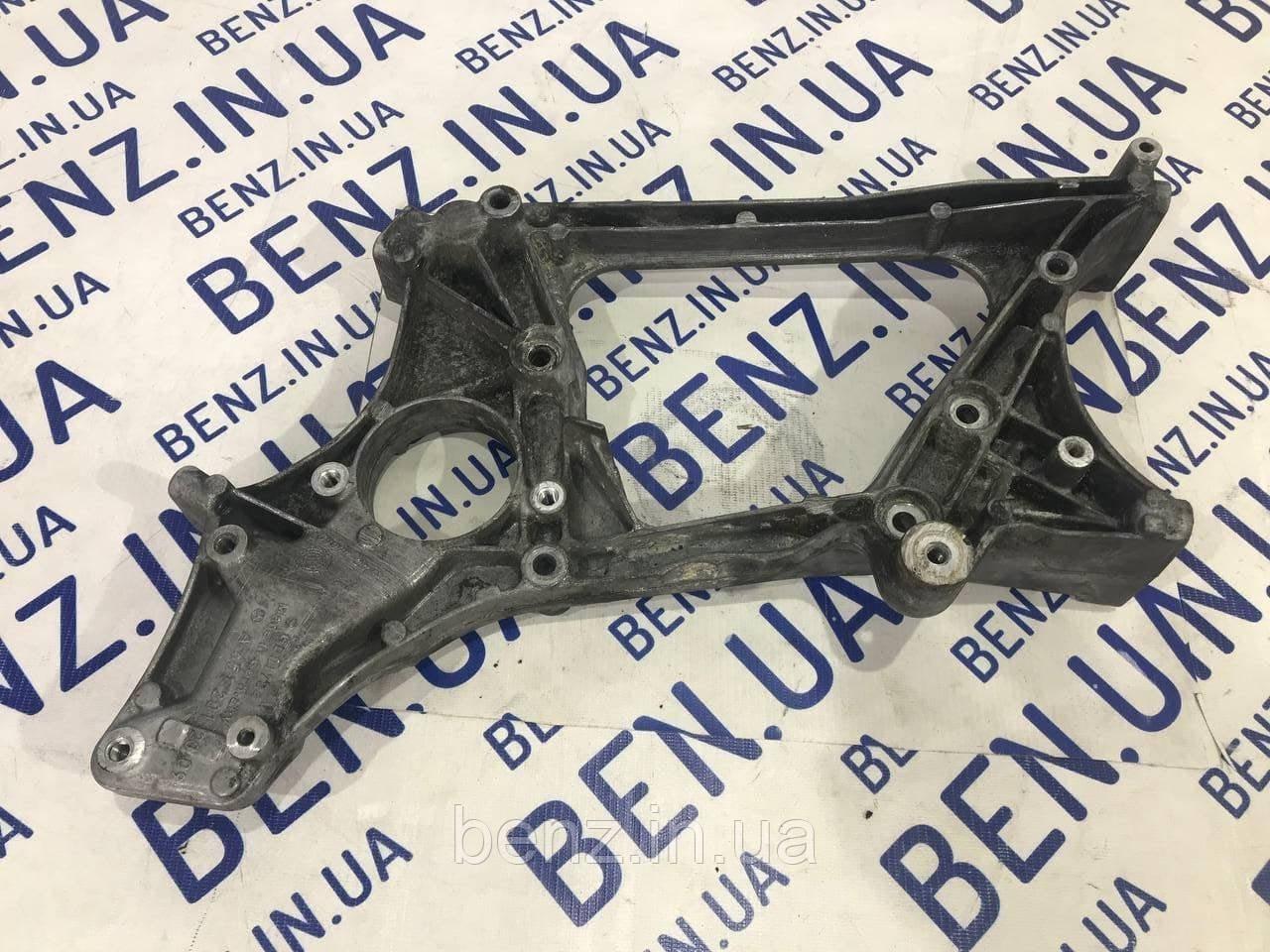 Кронштейн вспомогательных механизмов двигателя 2.2CDI Mercedes W212/W204/C207/X204 A6512012009