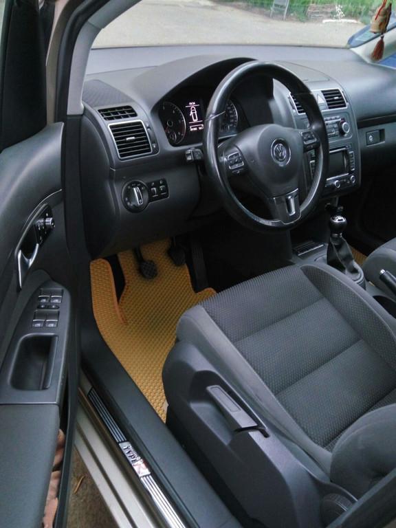 Наши коврики ЕВА в салоне и багажнике Volkswagen Touran '06-10