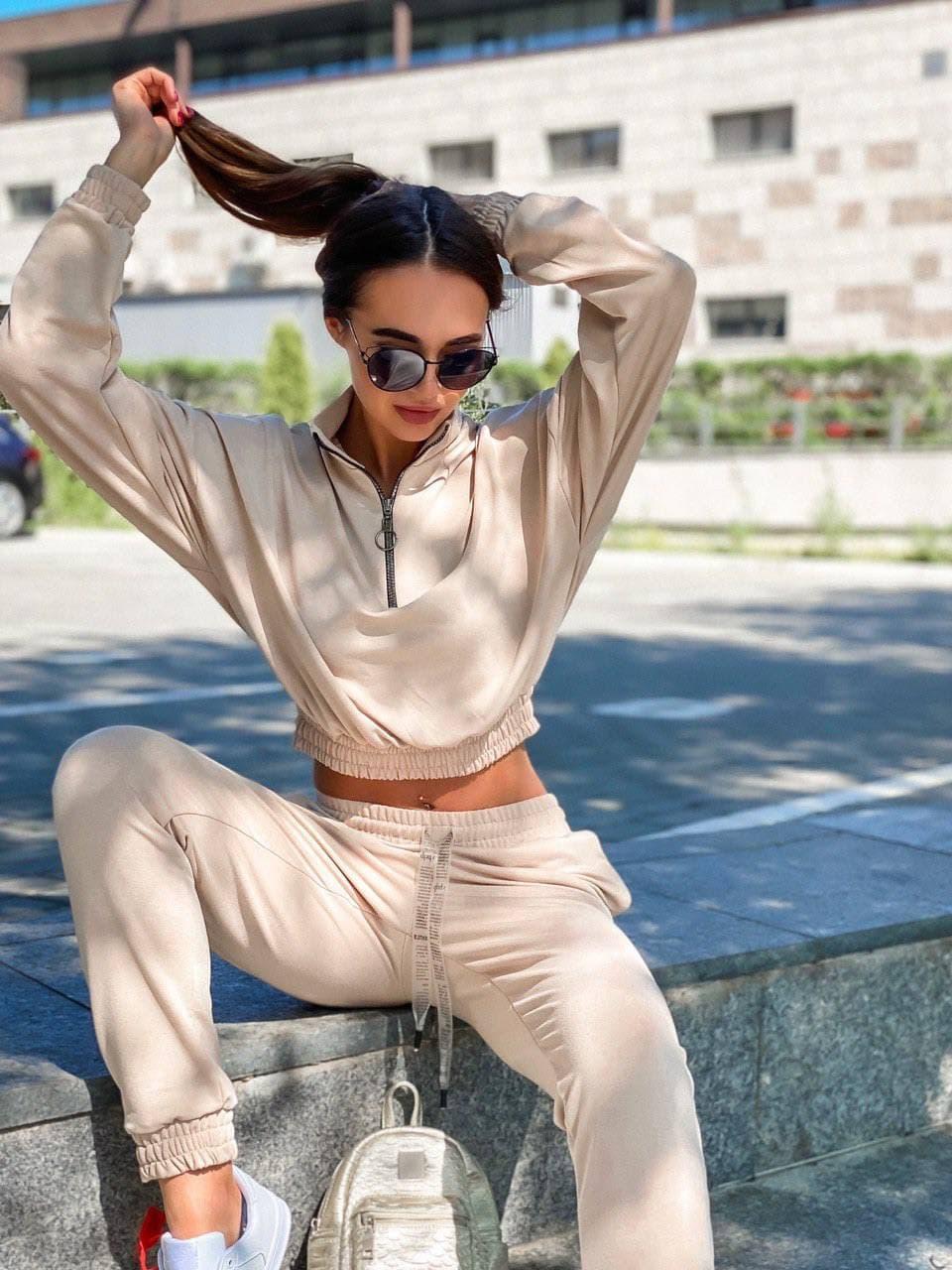 Спортивный костюм с укороченным худи на резинке и штанами карго женский прогулочный (р. S, M) 36rt1223