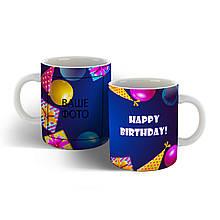 Чашка на день народження з яскравим оформленням.