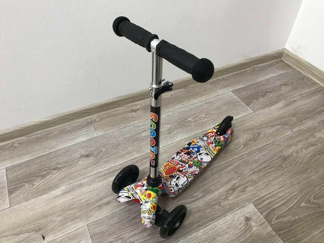 Самокат детский Scooter Mini трёхколёсный со светящимися колёсами с принтом графити