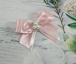 Свадебные бутоньерки-бантики с брошкой