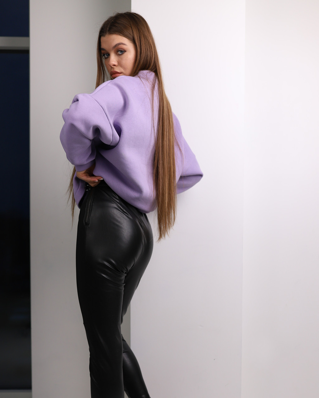Лосины из эко-кожи женские черные от бренда ТУР