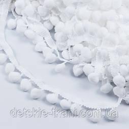 Тесьма с редкими помпонами 11 мм белого цвета