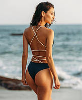 Черный слитный купальник с переплетами на спине