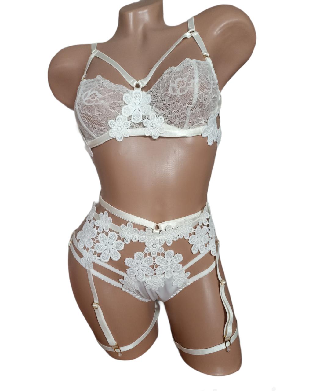 Атласный эротический комплект нижнего белья с поясом.