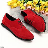 Актуальні червоні жіночі туфлі в класичному дизайні натуральна замша