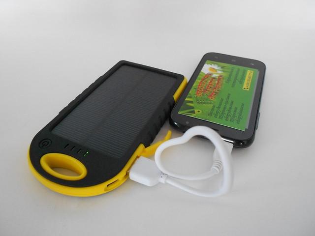Зарядний пристрій для смартфона з сонячною панеллю 5000 ma/h (пило – вологозахисне)
