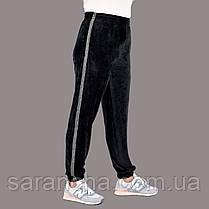 Велюрові жіночі прямі чорні штанці з блискучими лампасами розмір 50,52,54,56