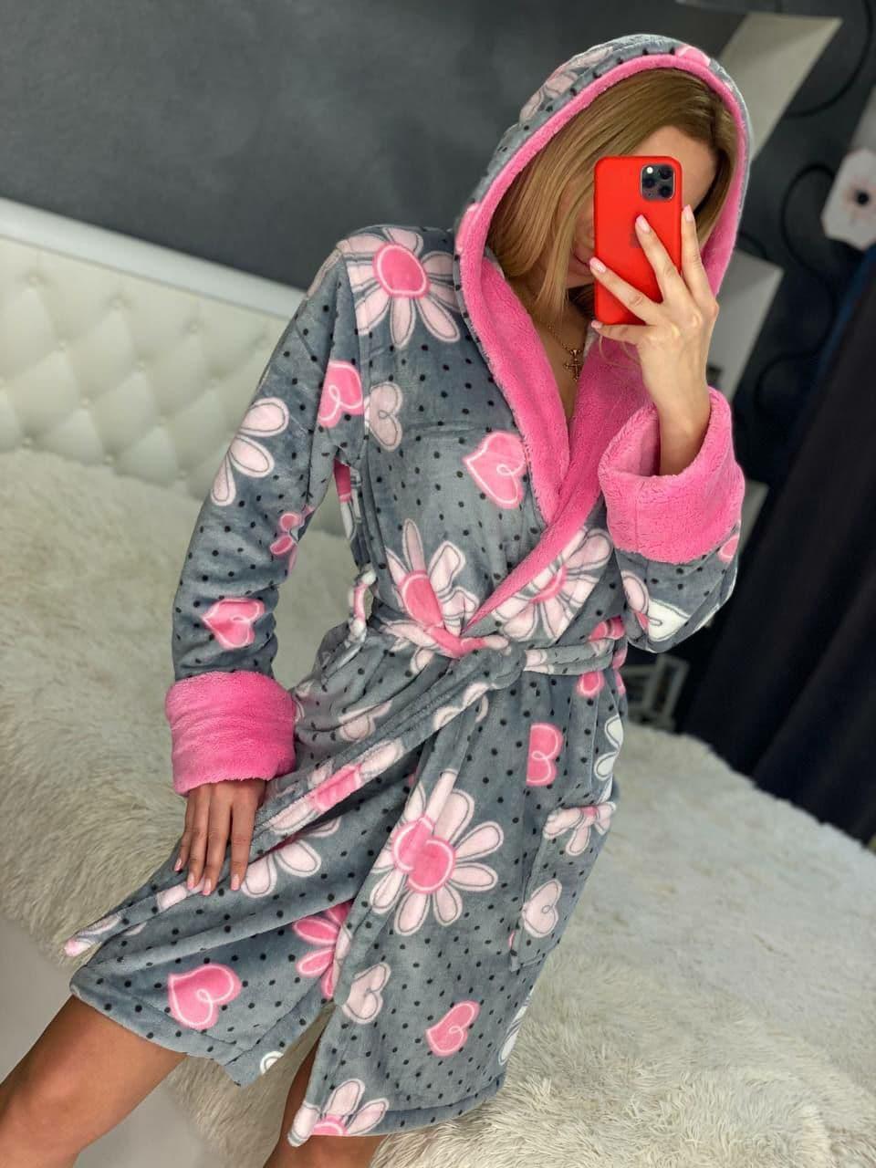 Женский теплый короткий плюшевый домашний халат с цветами