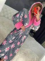 Женский теплый короткий плюшевый домашний халат с цветами, фото 2