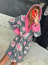 Женский теплый короткий плюшевый домашний халат с цветами, фото 3