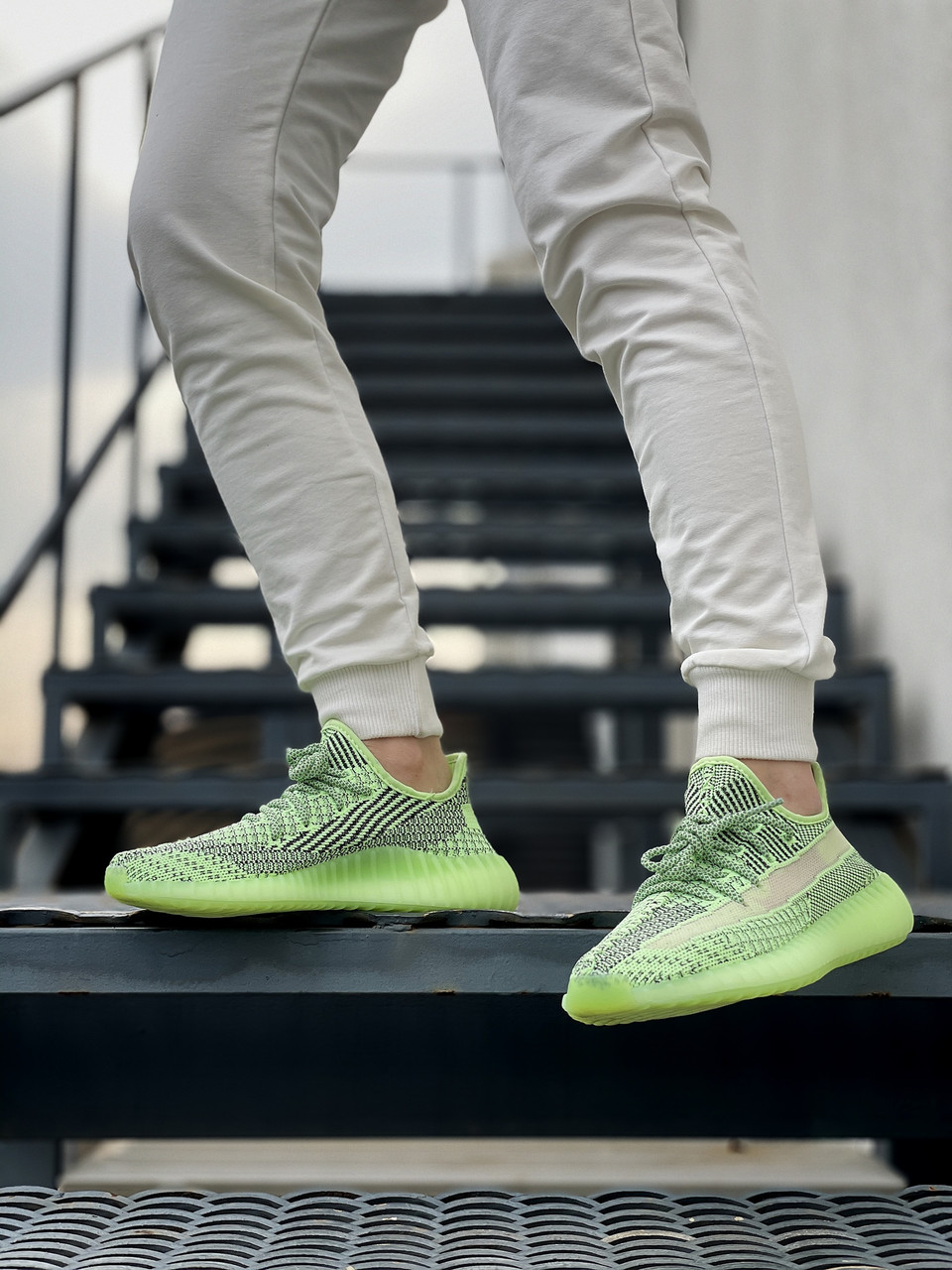 Жіночі кросівки Adidas Yeezy Boost 350 V2 салатові