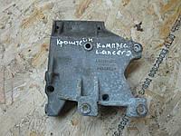 MR360566 Кронштейн компрессора кондиционера Mitsubishi Lancer  9, фото 1