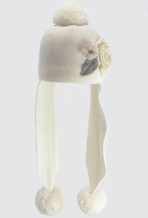 Детская красивая  вязаная шапочка с  оригинальным декоративным цветком.