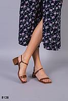 Босоножки на пряжках кожаные карамельные на удобном каблуке