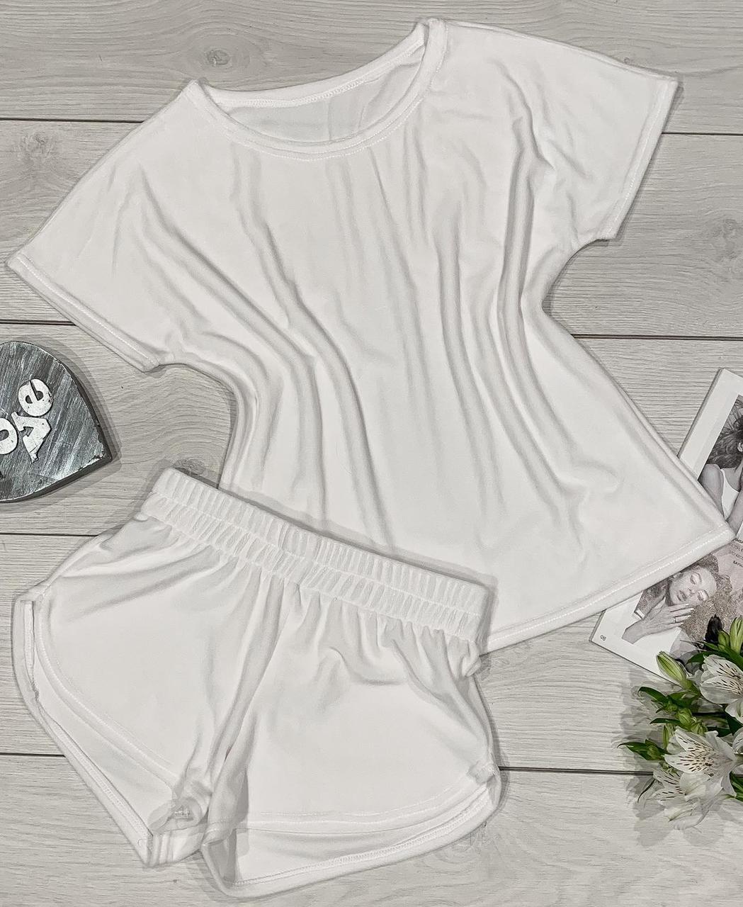 Білий комфортний одяг для дому та відпочинку Вільна футболка + шорти..