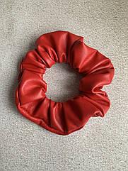 Жіноча резинка для волосся з еко-шкіри, об'ємна шкіряна резинка червона, красная резинка кожа