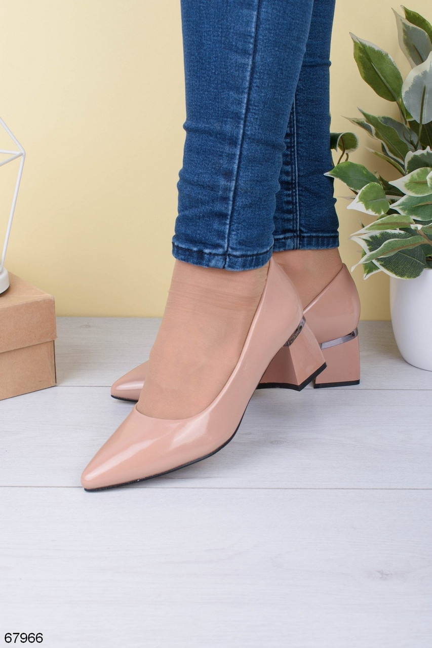 Туфлі жіночі бежеві/ пудрові каблук 5,5 см еко-шкіра - лак
