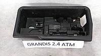 Инструментальный ящик Mitsubishi Grandis