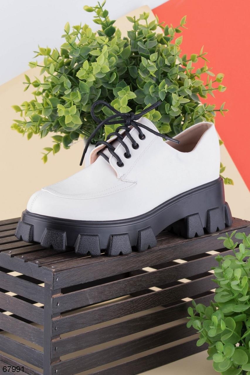 Стильні туфлі - броги жіночі білі з чорним на шнурках еко шкіра