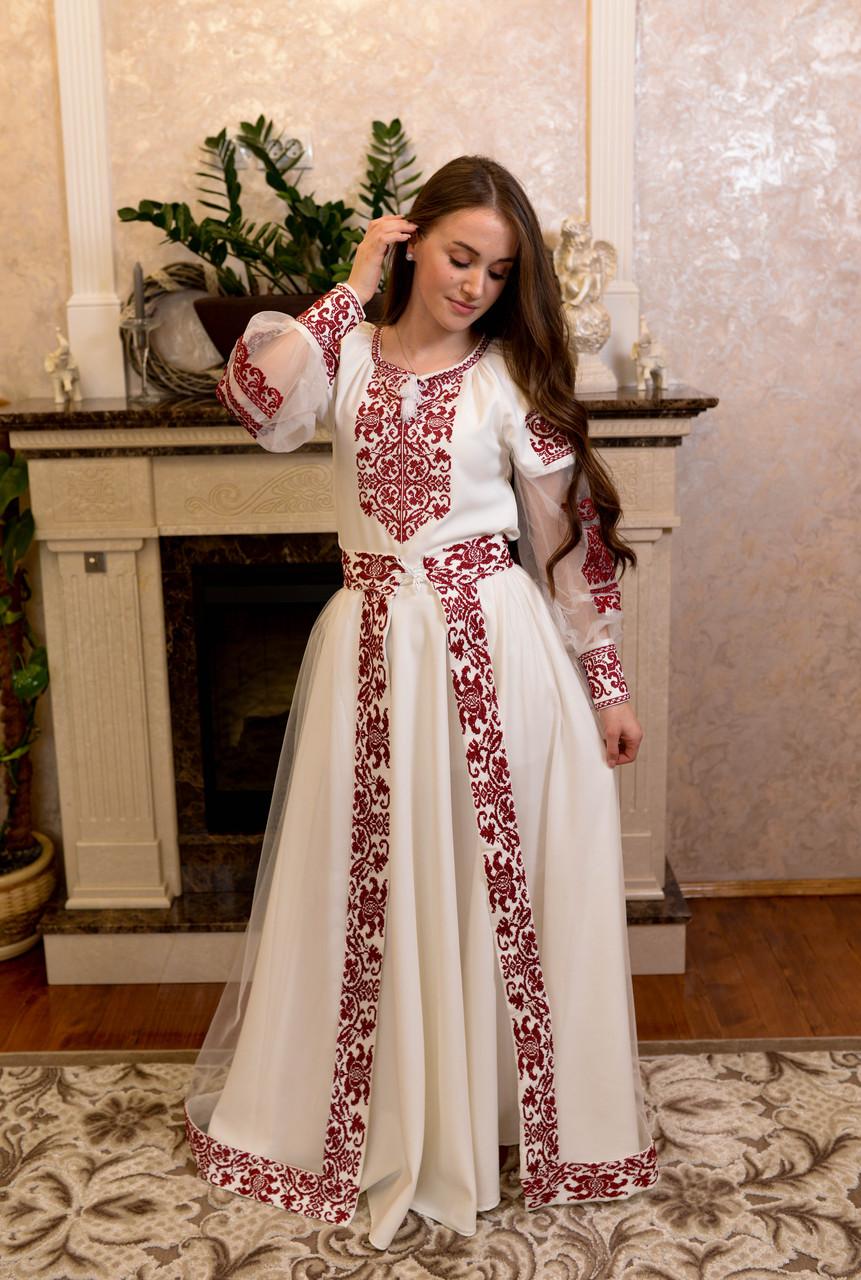 Вишукана вишита сукня зі зйомним шлейфом