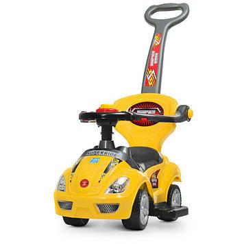 Машина каталка-толокар з ручкою,кермо-пискавка,багажник під сидінням,жовта №M4205-6(1)