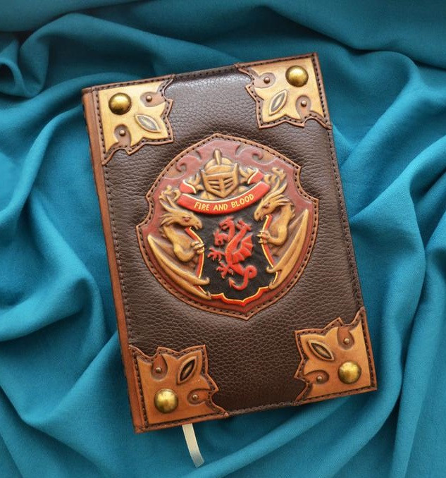 """Щоденник А5 формату в шкіряній обкладинці c художнім об'ємним тисненням ручної роботи """"Гра престолів"""""""