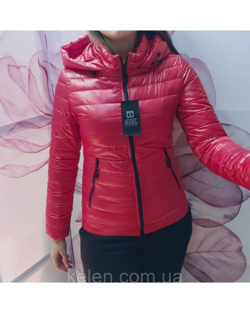 Легкая осенее-весенняя куртка красного цвета с 42 по 56 рзмеры