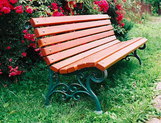 Как выбрать садовую лавочку-скамейку: с чугунными ножками или из металла