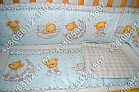 Защита бортик в детскую кроватку для новорожденных (мишка на месяце голубой)
