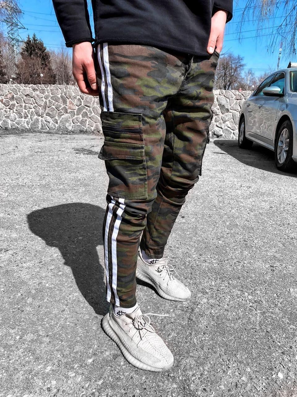 Мужские зауженные джинсы камуфляжные с накладными карманами