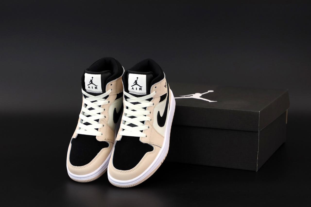 Жіночі кросівки Джордан 1 Retro чорно-білі з пудрою