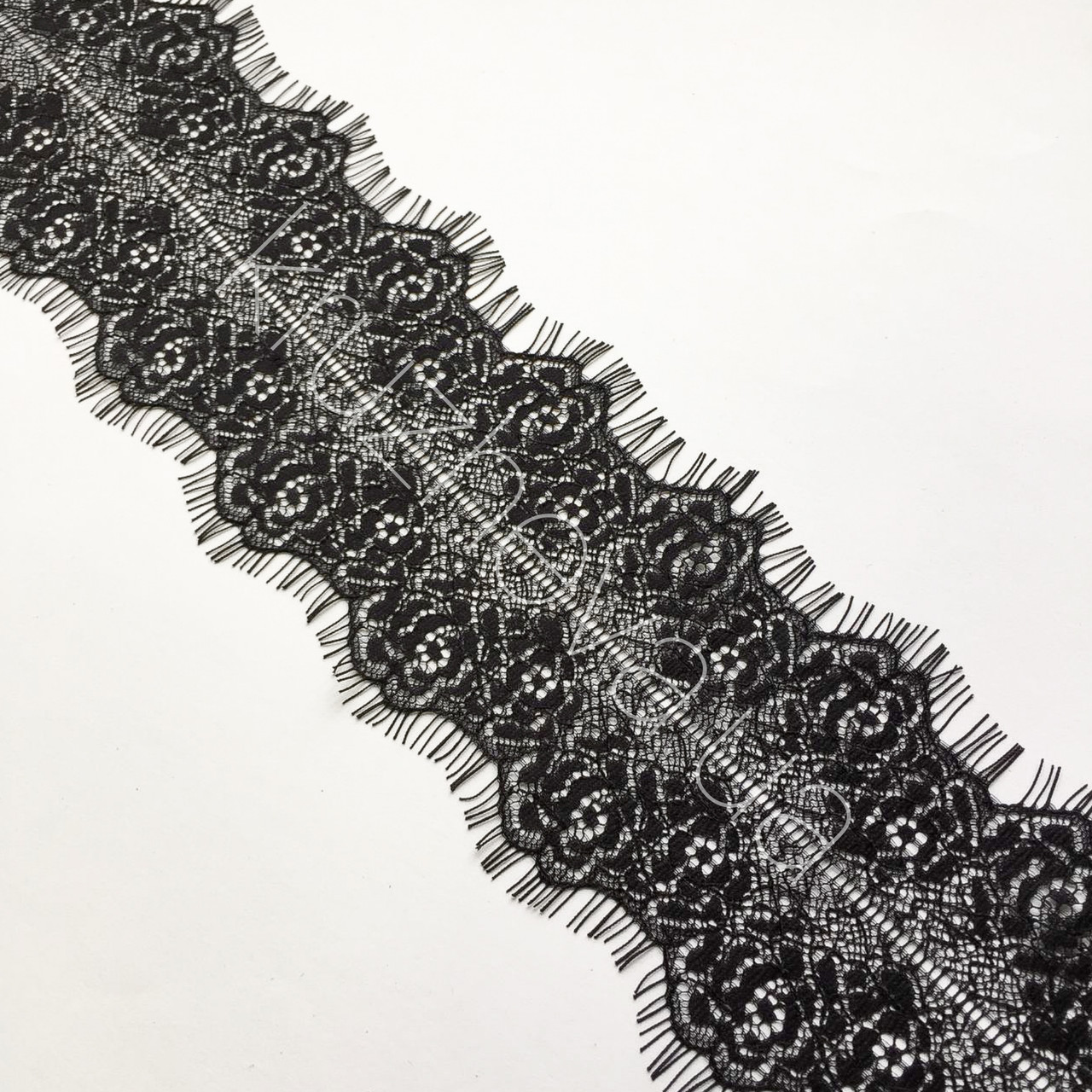 Ажурне французьке мереживо шантильї (з віями) чорного кольору шириною 7,5 см, довжина купона 3,0 м.