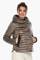 Капучиновая женская куртка с вшитым капюшоном осенне-весенняя модель 64150