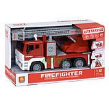 Пожарная машина игрушка брызгает водой с водяной помпой и лестницей City Service Fire Fighter со светом звуком, фото 2
